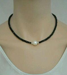 Black spinel necklace with freshwater pearl and sterling silver - Halskette Ideen Bead Jewellery, Pearl Jewelry, Wire Jewelry, Jewelry Crafts, Beaded Jewelry, Jewelery, Jewelry Necklaces, Handmade Jewelry, Beaded Bracelets