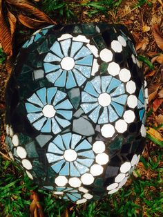 I mosaiced this rock to use as a footstool to the rock Throne in my garden. The Rock, Mosaics, Artworks, Stone, Random, School, Garden, Outdoor Decor, Fun