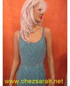 Robe de cocktail 1960 entièrement perlée sur une soie turquoise