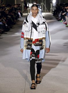See all the Givenchy Spring/Summer 2014 photos on Vogue. 2014 Fashion Trends, Fashion Brands, Fashion Show, Mens Fashion, Fashion Design, High Fashion, Dandy, Jhon Galliano, Givenchy