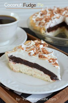 Coconut Fudge Pie - easy no bake coconut cheesecake topped with chocolate fudge pudding. This is one delicious pie, dessert, dinner :)-whatever you want to call it! Kokos Desserts, Coconut Desserts, Coconut Recipes, Köstliche Desserts, Pie Recipes, Sweet Recipes, Dessert Recipes, Coconut Cheesecake, Cheesecake Pie