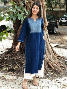 Pakistani Fashion Casual, Indian Fashion Dresses, Indian Designer Outfits, Indian Outfits, Fashion Outfits, Pakistani Suits, Simple Kurta Designs, Kurta Designs Women, Indian Attire