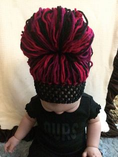 I'm gonna try to make a yarn wig! Baby Girl Crochet, Crochet Baby Hats, Crochet Clothes, Easy Crochet, Headband Wigs, Baby Headbands, Yarn Wig, Head Pieces, Beanies