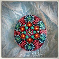 Stone Mandala, Red Star de LionaHotta en Etsy https://www.etsy.com/es/listing/549571374/stone-mandala-red-star