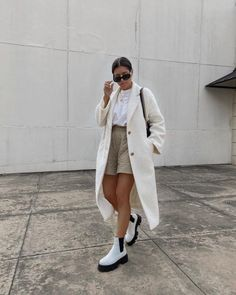 Tonal layering and new boots from @lintervalle Nyc Fashion, Trendy Fashion, Girl Fashion, Fashion Outfits, Womens Fashion, Spring Summer Fashion, Spring Outfits, Autumn Fashion, Street Style Blog