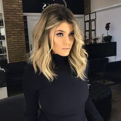 18 medium length angled bob hairstyles hairstyles 2020 new hairstyles and hair colors blonde balayage lob hair wedding hairstyles one of your most imp Wavy Angled Bob, Angled Bobs, Long Angled Hair, Wavy Bobs, Loose Curls Medium Length Hair, Medium Length Blonde, Stacked Bobs, Layered Bobs, Short Bobs
