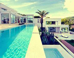 Una casa mediterránea de ensueño en la Isla de Ibiza / Atlant Del Vent Arquitectura. La espectacular Isla de Ibiza en España es el lugar perfecto para cons
