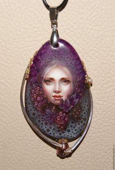 """Купить кулон """"Изабелла"""" - тёмно-фиолетовый, виноград, виноградная гроздь, масляные краски, перламутр натуральный"""
