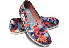 Embroidered Floral Women's Classics from TOMS. Saved to toms! Shop more products from TOMS on Wanelo. Toms Shoes For Men, Cheap Toms Shoes, Tom Shoes, Women's Shoes, Toms Ballet Flats, Discount Ray Ban Sunglasses, Toms Canvas Shoes, Marken Outlet, Striped Shoes