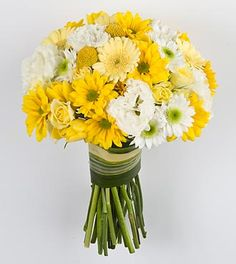 bridal bouquet but with pale yellow