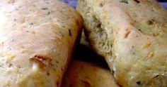 Ingredientes   5 xícaras de farinha de trigo branca  1 cenoura média ralada  1/2 xícara de alho-poró picado