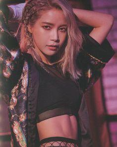 mamamoo pics on - - Kpop Girl Groups, Korean Girl Groups, Kpop Girls, Solar Mamamoo, Cara Delevingne, Moda Kpop, Mamamoo Kpop, Sun Solar, Thing 1