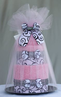 Introducing the Pink Couture Towel Cake. This cake truly makes a very memorable… Candy Gift Baskets, Mother's Day Gift Baskets, Raffle Baskets, Candy Gifts, Mothers Day Baskets, Diy Mothers Day Gifts, Gifts For Teens, Bride Gifts, Unique Centerpieces