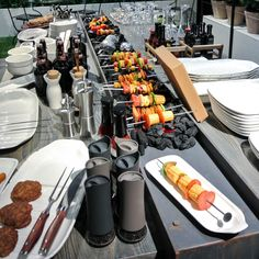 Let Villeroy and Boch dinnerware and accessories complement your outdoor BBQ or indoor grilling session!