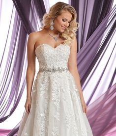 We love the glamorous look and feel of style #50390!