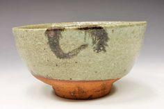 川喜田半泥子「唐津手茶碗」共箱[KAWAKITA Handeishi]Tea bowl Japanese Ceramics, Japanese Pottery, Matcha, Japanese Tea Ceremony, Raku Pottery, Chawan, Pottery Studio, Tea Bowls, Wabi Sabi
