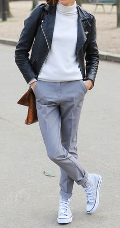 Get the look : Perfecto, Col roulé Blanc, Pantalon Gris