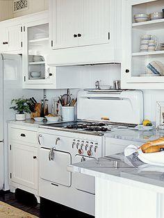 Retro white kitchen with white appliances Retro Kitchen Appliances, Vintage Appliances, White Appliances, Retro Kitchens, Kitchen Cabinets, Retro Fridge, Smeg Fridge, Bosch Appliances, Glass Cabinets