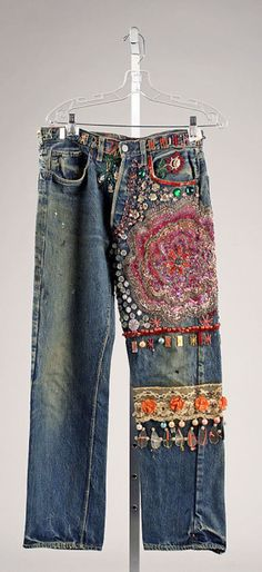Embroidered Jeans- late - From The Metropolitan Museum of Art. These were typical jeans that women wore in the during the hippie movement. Young people protesting against the establishment adopted blue jeans fas a symbol of solidarity with working people. Bohemian Mode, Hippie Chic, Hippie Style, Boho Chic, My Style, Boho Style, Diy Fashion, Ideias Fashion, Vintage Fashion