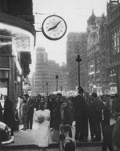 Imágenes del viejo Madrid. Gran Vía. Mayo 1955
