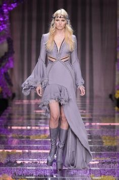 Atelier Versace Sends Haute Couture Hippies Down the Runway for Fall 2015 - Fashionista Couture 2015, Couture Week, Couture Fashion, Runway Fashion, Fashion Models, High Fashion, Fashion Show, Fashion 2015, Atelier Versace