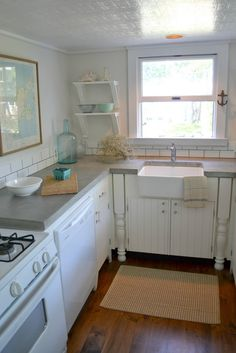 gray concrete counter tops with oyster shell finish from http://frugalfarmhousedesign.blogspot.com