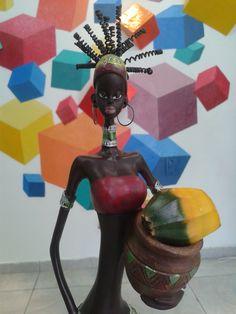 Nossa mascote africana e suas pelas cores e curvas.