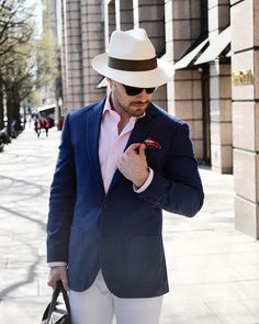 Make a statement with this vibrant paisley print pocket square that is part of a very limited collection we created in collaboration with Real Men Real Style founder Antonio Centeno. Real Men Real Style, Trendy Fashion, Mens Fashion, Men's Pocket Squares, Limited Collection, Paisley Print, Panama Hat, Casual Wear, Menswear