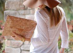 Para esta primavera más #corcho con este bolso de mano, ligero y natural, ¿que más se puede pedir?