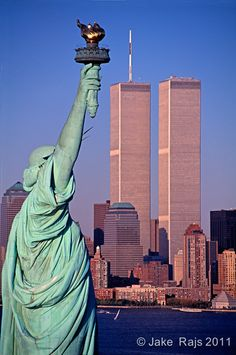 NYC Twin Towers ~ World Trade Center. Places To Travel, Places To Visit, Voyage New York, I Love Ny, Statue Of Liberty, New York City, Beautiful Places, Scenery, Forget