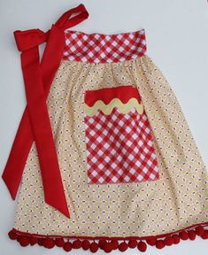 Retro Embroidery Ideas Bee In My Bonnet: Apron in a Jar. Lazy Daisy Stitch, Bee In My Bonnet, Tulle Bows, Fabric Combinations, Sewing Aprons, Aprons Vintage, Retro Apron, Half Apron, Pom Pom Trim