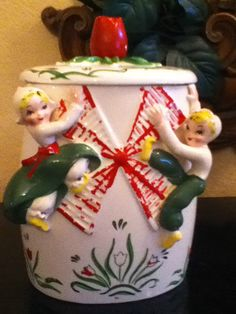 RARE VINTAGE YONA ORIGINAL  COOKIE JAR  TULIP TYME DUTCH BOY AND GIRL