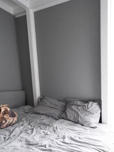 Gut Bed Near Wall