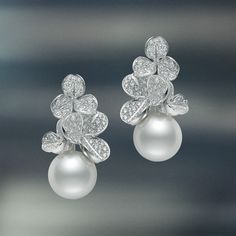 Only the best pearls in the world are destined to become Mikimoto gems. Unwavering dedication to quality pearl jewelry, necklaces, earrings & rings is why Mikimoto is the name in pearls. The originator of cultured pearls, since 1893 - MIKIMOTO US. Pearl And Diamond Earrings, Leaf Earrings, Pearl Jewelry, Wedding Jewelry, Jewelery, Fine Jewelry, Pearl Diamond, Jewelry Gifts, Jewelry Accessories