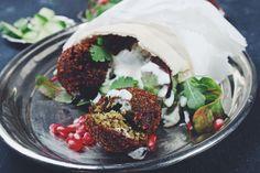 Falafel selber machen - So machst Du Deine eigenen, unschlagbar leckeren Kichererbsenbällchen aus frischen Zutaten.