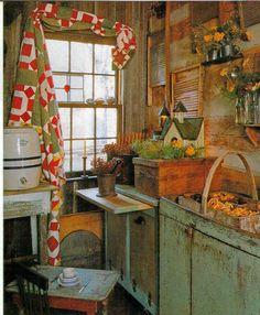 Primitive Versammlungen Blockhaus Kitchenold Quilt The Window Prim Decor, Country Decor, Primitive Decor, Country Life, Table Farmhouse, Colonial, Log Cabin Kitchens, Country Kitchens, Log Cabin Living