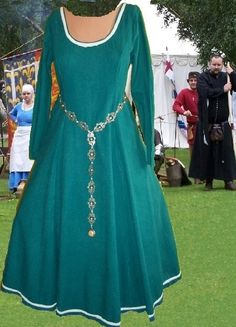 Medieval Gown Renaissance SCA Garb Cotehardie by CamelotsClosets, 78.00 BELT (this artisan makes them)