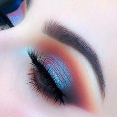 Make Up; Make Up Looks; Make Up Augen; Make Up Prom;Make Up Face; Skin Makeup, Eyeshadow Makeup, Beauty Makeup, Mac Makeup, Makeup Style, Pink Eyeshadow, Blue Eye Makeup, Duochrome Eyeshadow, Rainbow Eye Makeup
