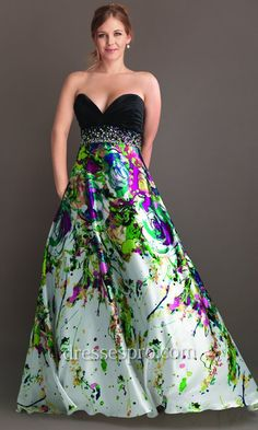 Plus Size Evening Dresses, she doesn't even look plus sized! Love this dress!