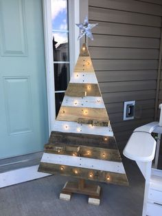 Pallet board christmas tree with lights