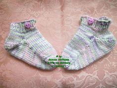 ~ NEU ~ handgestrickte Babysocken ~ Sneaker ~ Fußlänge ca. 8,5 cm ~ (0025)