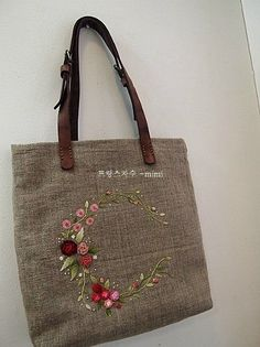 Embroidery Bags Silk Ribbon Embroidery Embroidery Patterns Embroidery Stitches Fabric Purses Fabric Bags Diy Tote Bag Diy Bags Embroidery For Beginners Embroidery Bags, Learn Embroidery, Hand Embroidery Patterns, Embroidery Stitches, Embroidery Designs, Cute Tote Bags, Diy Tote Bag, Japanese Bag, Jute Bags
