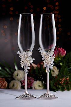 Wedding Toasting Glasses, Wedding Unity Candles, Wedding Champagne Flutes, Toasting Flutes, Champagne Glasses, Diy Wedding Glasses, Unique Wedding Colors, Elegant Wedding, Wedding Rustic