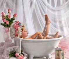 This is the sweetest little girl taking a bath, note she is shaving her legs, I could die it's so sweet. Bath Photography, Toddler Photography, Newborn Photography, Foto Newborn, Newborn Photos, Baby Photos, Kind Photo, Baby Girl Pictures, Toddler Photos