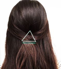 10 Things You Didn't Know You Could Do With Bobby Pins via @ByrdieBeautyUK