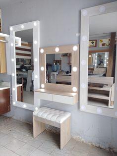 Mueble y espejo para maquillaje con luz y banco. Body Mirror, Diy Home Decor, Room Decor, Room Paint, Room Inspiration, New Homes, Vanity, Bedroom, House