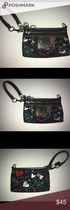 Coach wristlet Super cute Coach wristlet in nautical colors! Perfect for any occasion. Navy and red are classic colors. Excellent condition, and super convenient for throwing in your phone, money and a lipstick. Coach Bags Clutches & Wristlets