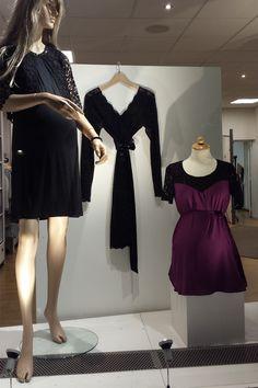 Zwarte kanten jurk (aan hanger) van #Queenmum / Zwarte jurk van #Fragile / Zwarte broderie jasje van #Queenmum / Paars met zwart kant topje van #MamaLicious ( winter 2015/2016) #stylethebump #pregnant #prego #pregnancy #maternity #zwanger #ruimschoots