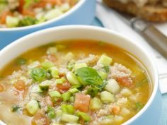 Kalte Gemüsesuppe ist ein Rezept mit frischen Zutaten aus der Kategorie Fruchtgemüse. Probieren Sie dieses und weitere Rezepte von EAT SMARTER!