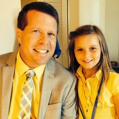 On a scale of how adorable is this photo of Jim Bob and Johannah enjoying some daddy-daughter time? Jim Bob Duggar and Johannah . Duggar Family News, Duggar Girls, Derick Dillard, Jeremy Vuolo, Dugger Family, Bates Family, 19 Kids And Counting, Christian Families, Kids Running